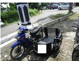 siswa kursus mekanik motor difable